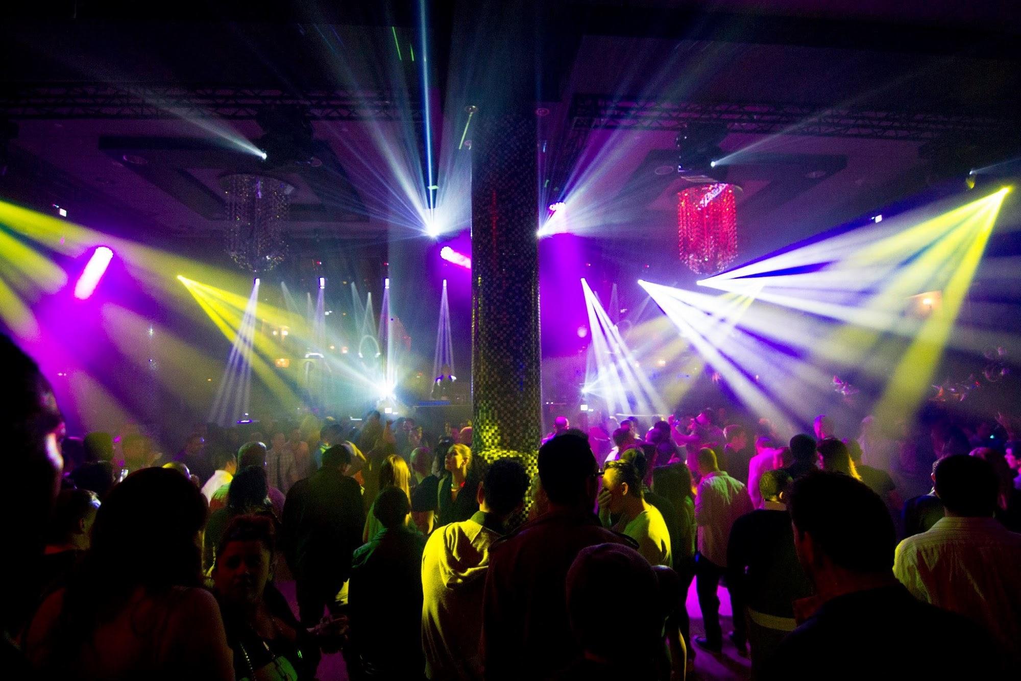 Night Hotel – Club 8